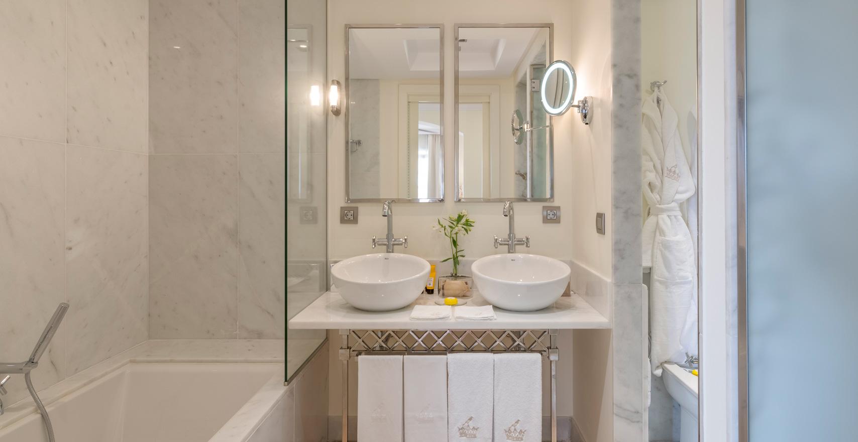 Suite Casas Ducales bathroom