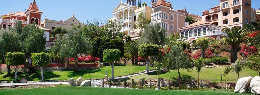 Bahía del Duque gardens
